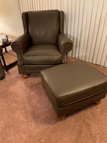 Picture of leather chair and ottoman after Espresso Rub n Restore