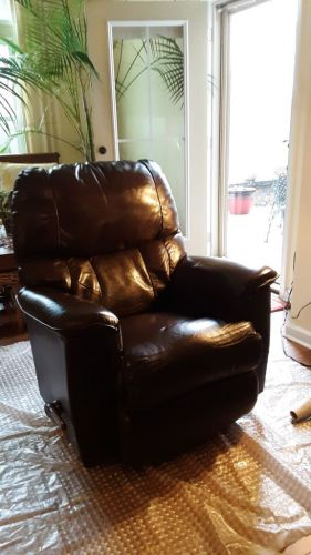 Picture of leather recliner after Mahogany and Clear Rub n Restore