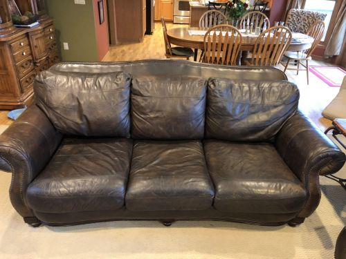 Picture of leather couch after Rub n Restore Mahogany