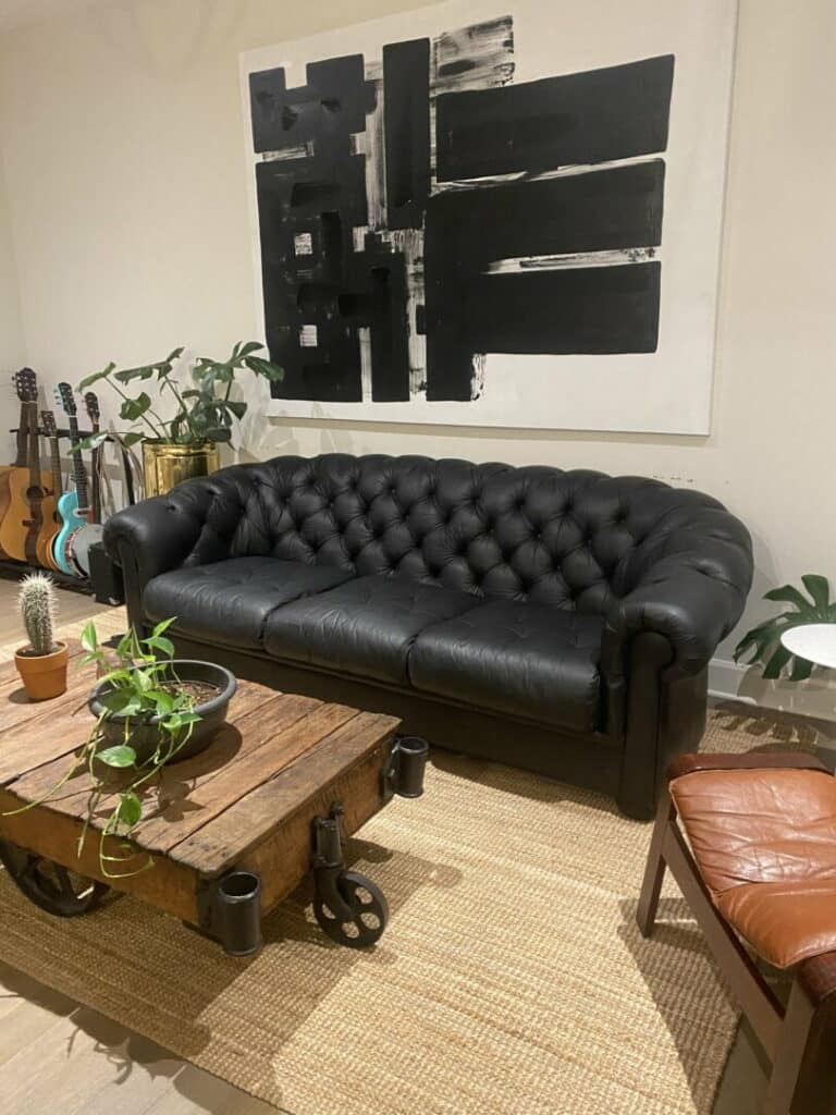 Picture of tufted leather couch changed to Black with RubnRestore